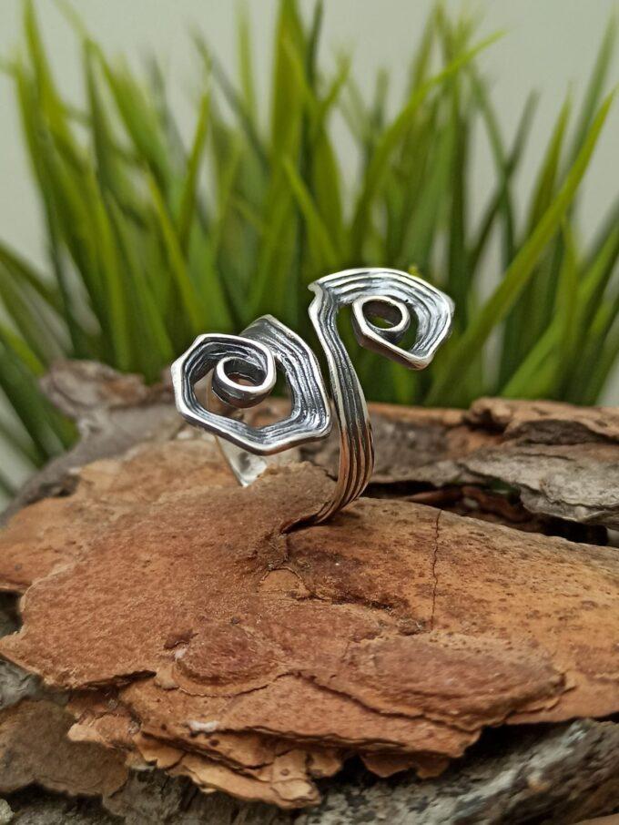 Дамски сребърен пръстен ръчно изработен от фабрика Студио Николас бижута сребро 925 Бижуто е направено S любов