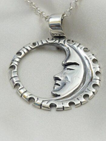 """Сребърен медальон """"ЛУНА"""", ръчно работен модел 301M на Студио Николас"""