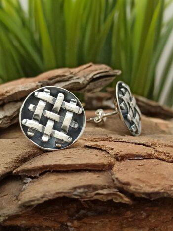 Сребърни обеци 1001E ПЛИТКА ръчно изработени със закопчаване тип щифт или пеперуда Студио Николас