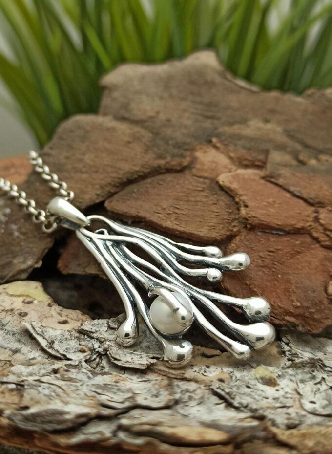 Дамски сребърен медальон с инкрустирана речна перла 993M Студио Николас Ръчна изработка сребро 925 проба сребърна красота