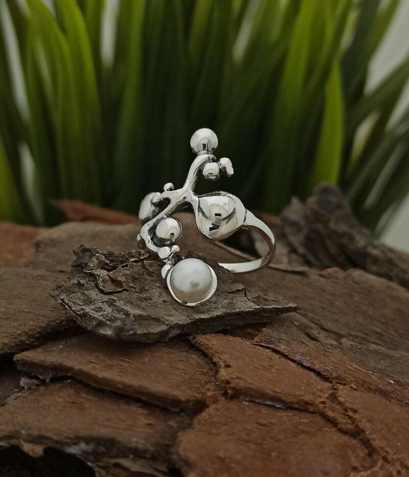 damski-prysten-ot-srebro-s-kultivirana-biala-rechna-perla-988r-studio-nikolas