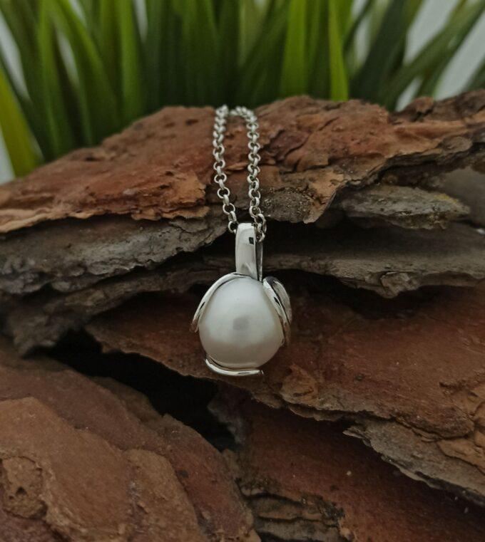 srebaren-medalon-1018m-s-perla-studio-nikolas-komplekt-s-prasten-medalon-i-obetsi-ot-srebro-s-perli