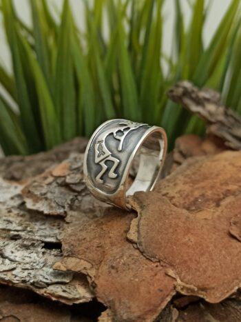 Сребърен-пръстен-375T-от-трайбъл-серията-на-Студио-Николас-български-производител-на-накити-за-мъже