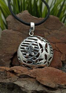 masiven-krygal-damski-medalion-ot-srebro-781m-studio-nikolas-srebyrna-bijuteria-za-jeni
