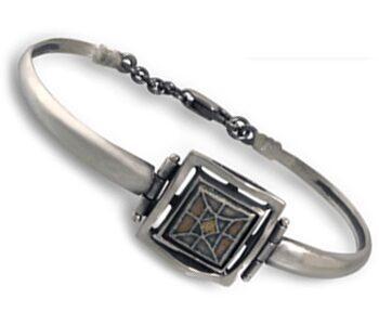 Дамска-сребърна-гривна-твърдо-рамо-и-красива-керамика-738B