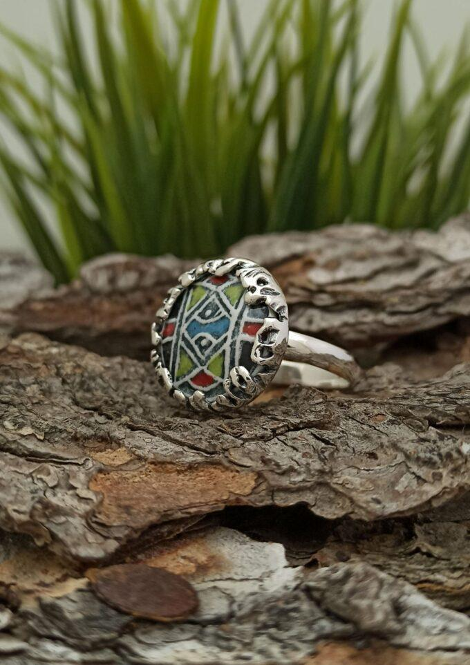 Дамски сребърен пръстен кръгла формаспрекрасна керамика