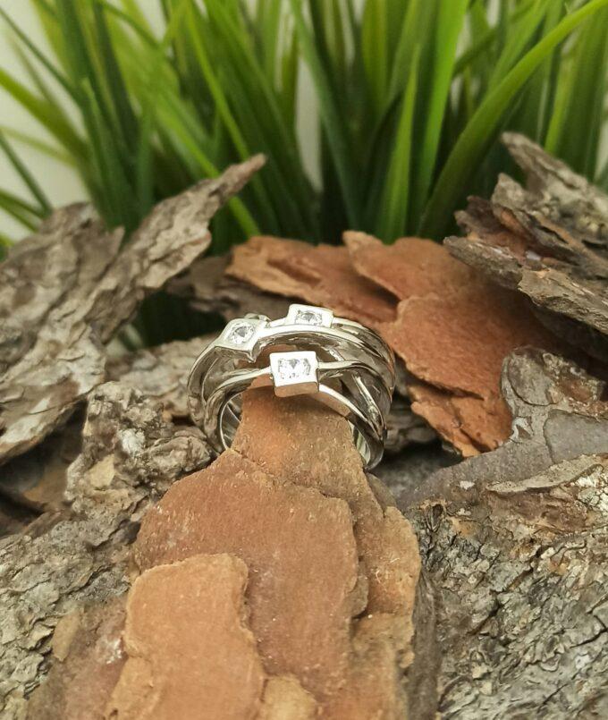 Дамски-сребърен-пръстен-с-цирконий-изчистен-авторски-модел-225R-на-Студио-Николас