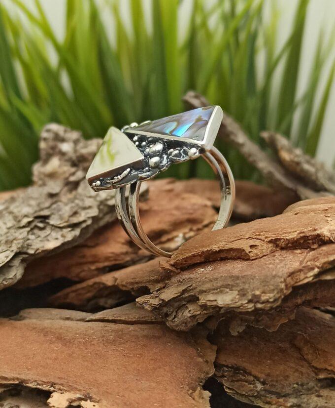 Дамски сребърен пръстен 1124R с кралски седеф ръчна изработка Студио Николас
