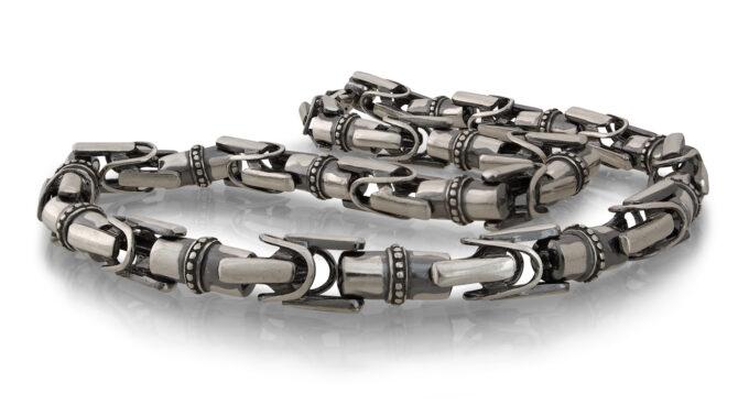Ръчно изработен модел, мъжки сребъренсинджир, отделнисегменти отсребро с проба 925. 455N - Студио Николас е изкуството, с внимание към всеки детайл.