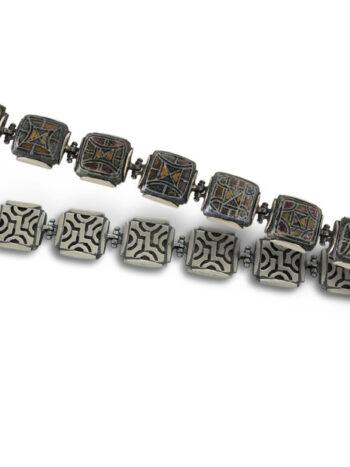 damska-srebarna-grivna-s-otdelni-elementi-sazdadeni-ot-nezhno-srebro-reduvano-s-krasiva-keramika-737b