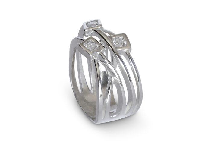 prysten-s-kamyni-tsirkoni-srebro-225r