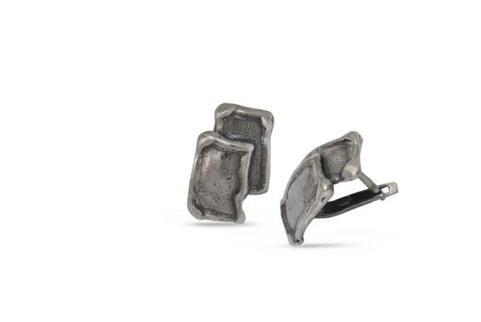 Изчистен и стилен модел дамски обици от сребро на английско закопчаване. Комплект с масивен сребърен пръстен от сребро с проба 925.