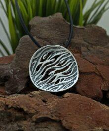 masiven-kragal-medalon-ot-srebro-s-proba-925-bizhu-1014m-na-studio-nikolas-visulka-ot-srebro