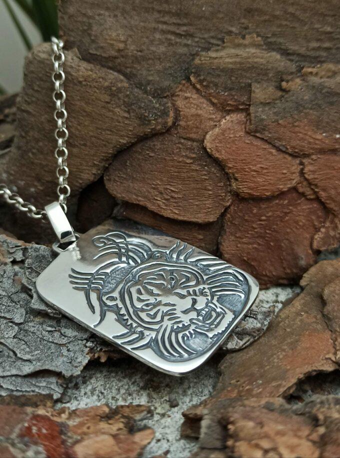 masivna-srebarna-plochka-medalion-lice-na-tigar-755M-studio-nikola-tiger