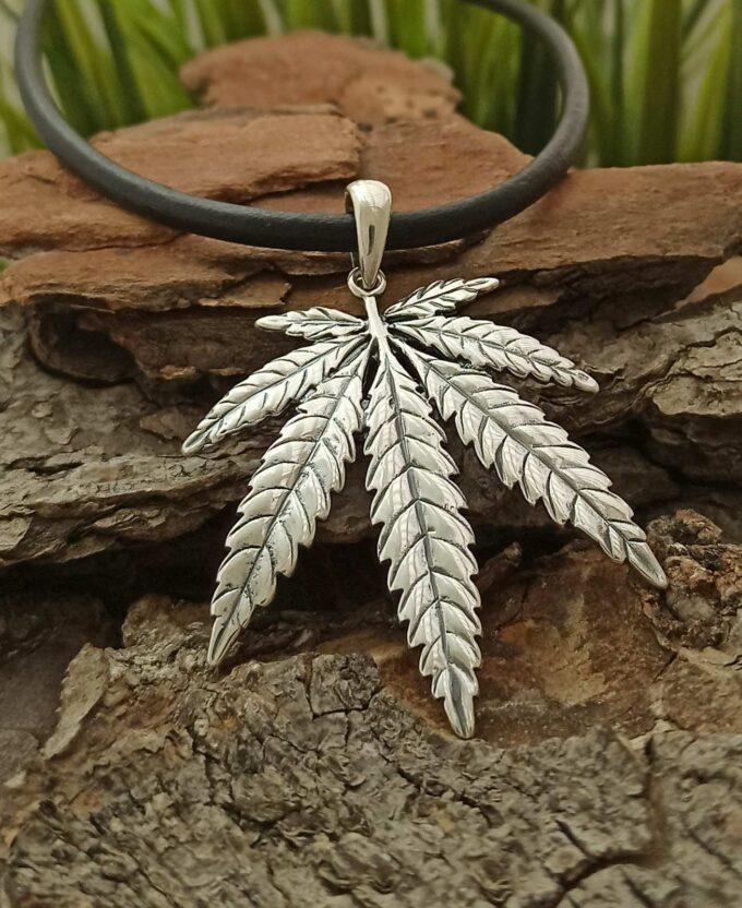 srebaren-medalion-listo-marihuana-438m-visulka-srebro-925-nikolas