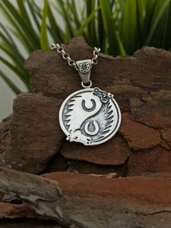 uniseks-medalion-ot-srebro-s-podkova-za-kysmet-909m-talisman-studio-nikolas