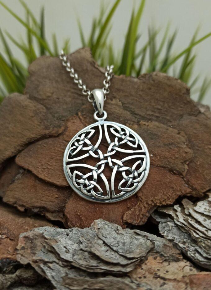 Сребърен медальон, чийто дизайн е безкрайна плетеница от уникални келтски мотиви 429T Студио Никола