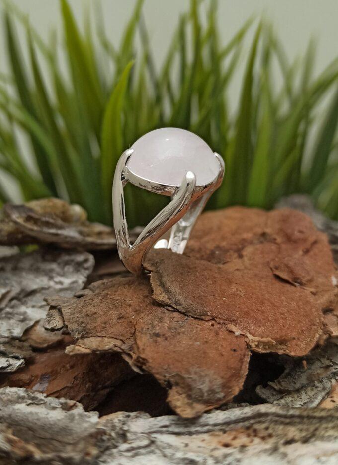 Дамски сребърен пръстен с розов кварц прецизна ръчна изработка от Студио Николас
