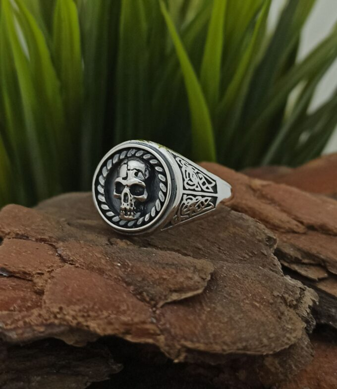 myjki-prysten-ot-srebro-proba-925-cherep-gotic-1298r