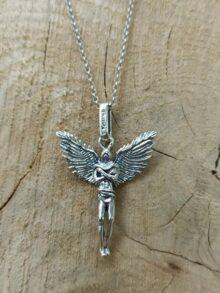 srebaren-medalion-angel-pazitel-bezkrainost-25an-studio-nikolas