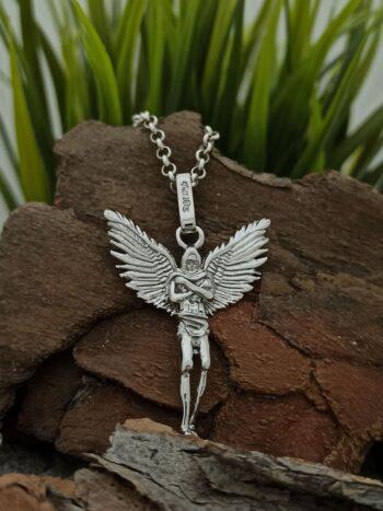 srebaren-medalion-angel-pazitel-vikachi-na-angeli-25an-studio-nikolas