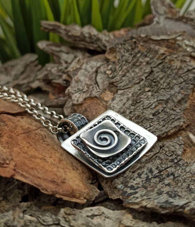 damski-srebyren-medalion-kvadratna-forma-1314-studio-nikolas