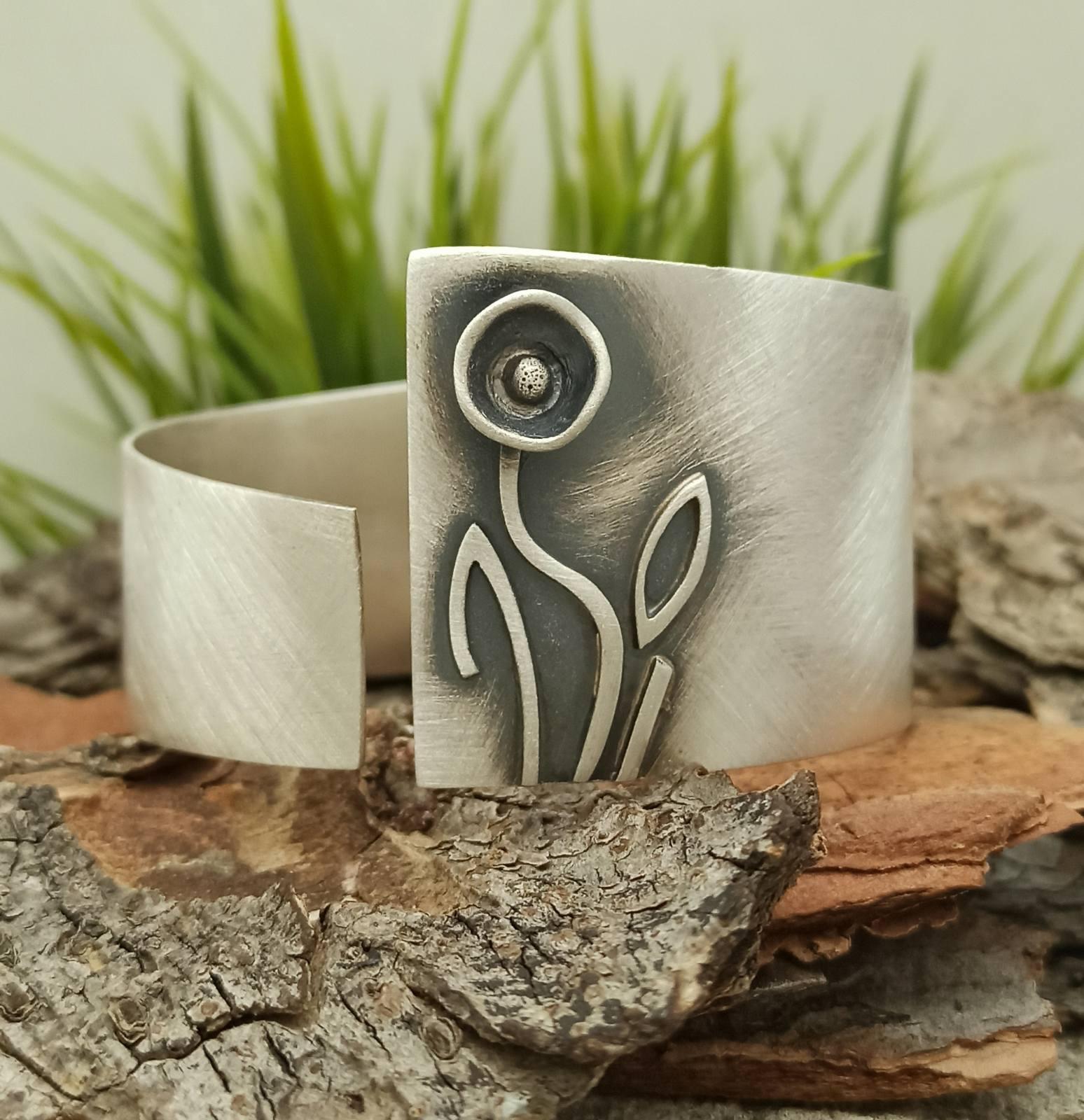 Дамска сребърна гривна1335B отворен модел твърда гривна по ръката от сребро 925 Сребърен комплект от обеци медальон пръстен Студио Николас