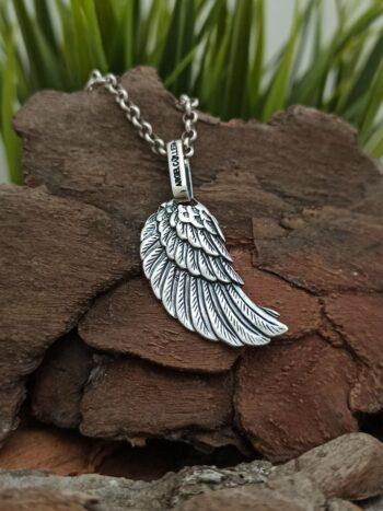 damski-srebaren-medalon-krilo-na-angel-rachno-izraboten-model-28a-ot-studio-nikolas-angel-c-ller
