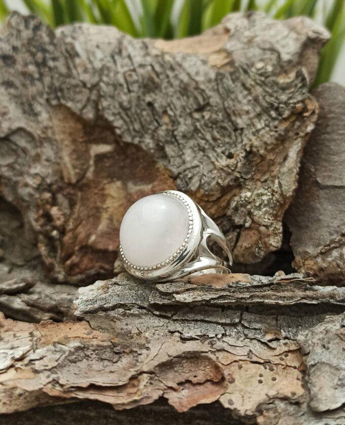 Дамски сребърен пръстен, изчистен модел с розов кварц 1376R Прецизна ръчна изработка от Студио Николас