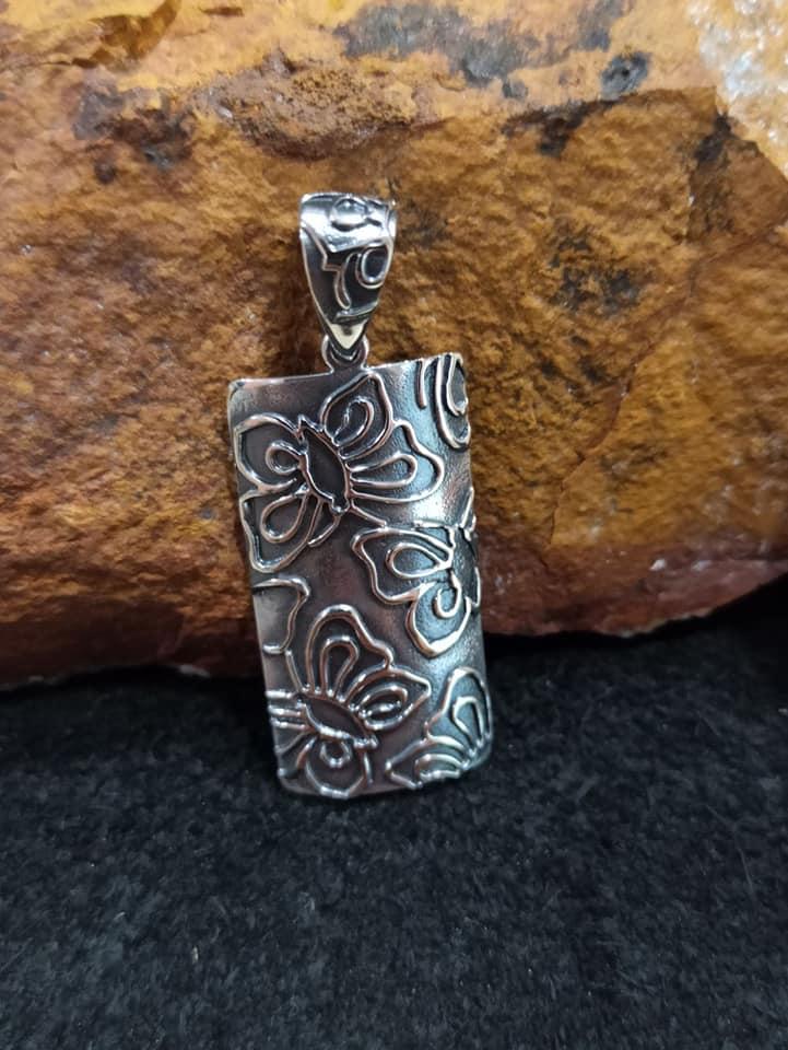 сребърен-медальон-пеперуди-студио-николас-1367M