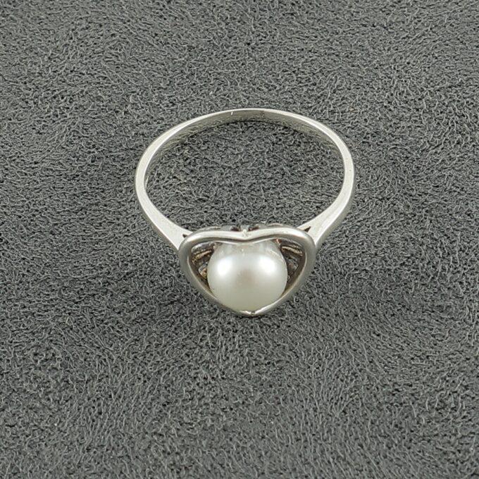 srebaren-prasten-s-rechna-perla-forma-na-sarce-1382r