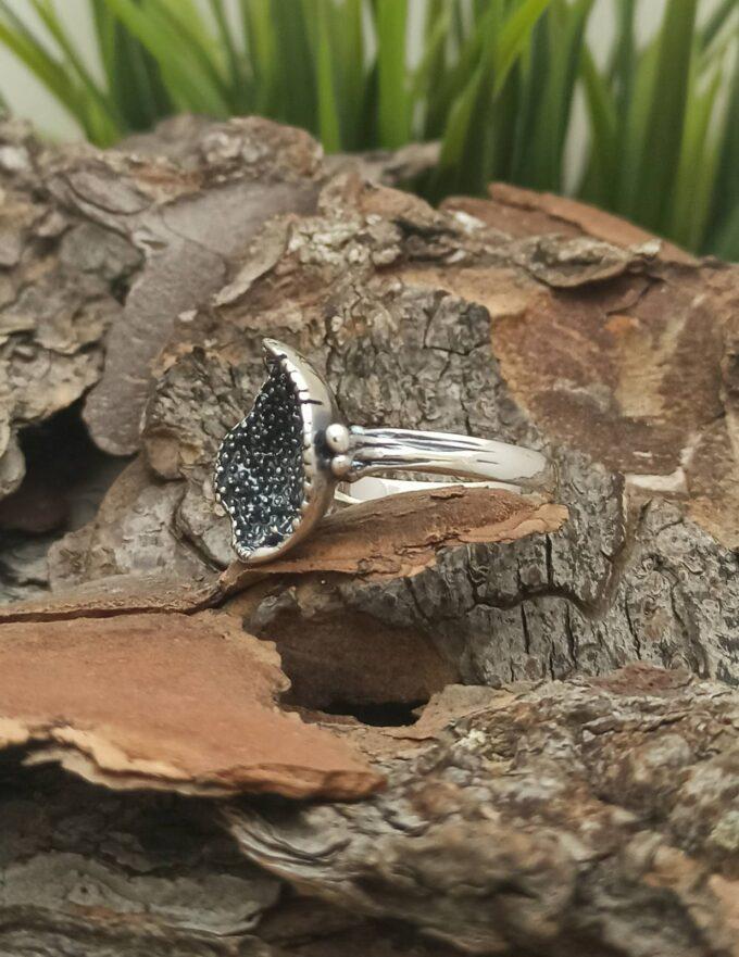 damski-srebaren-kragal-prasten-izraboten-ot-oksidirano-srebro-s-proba-925-sterling-silver-nikolas