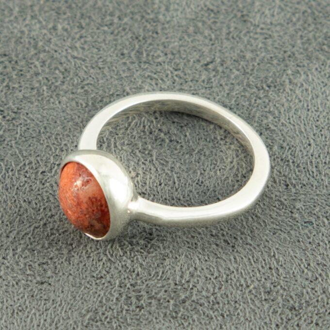 Дамски пръстен от сребро с корал ръчно изработен модел 1441R от Студио Николас