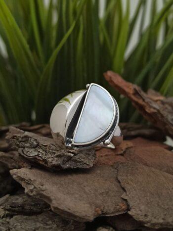 damski-srebaren-prasten-s-bial-sedef-1286r-proizvoditel-studio-nikolas-bizhuta-s-okeanski-abalon