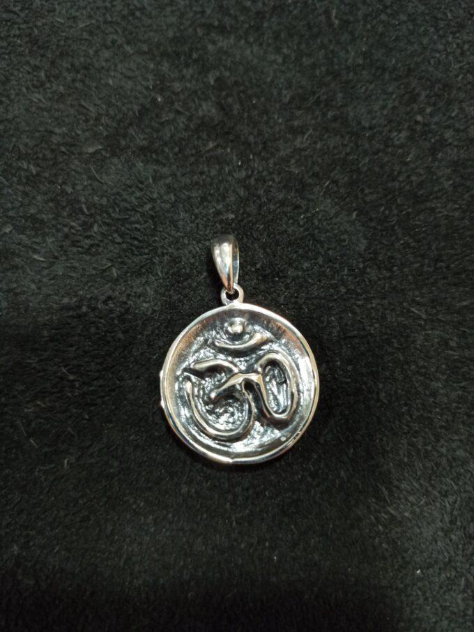 сребърен-медальон-ом-студио-николас