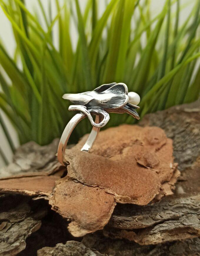 pretsizno-izraboten-masiven-srebaren-prasten-1068r-s-rechna-perla-model-na-studio-nikolas-srebro-925