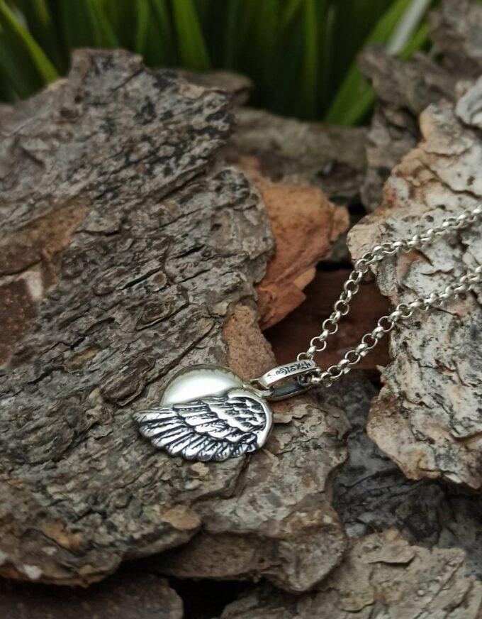 Дамски-сребърен-медальон-Ангел-пазител-от-серията-на-Angel-Caller-на-Nikolas-Jewellery-Collection®