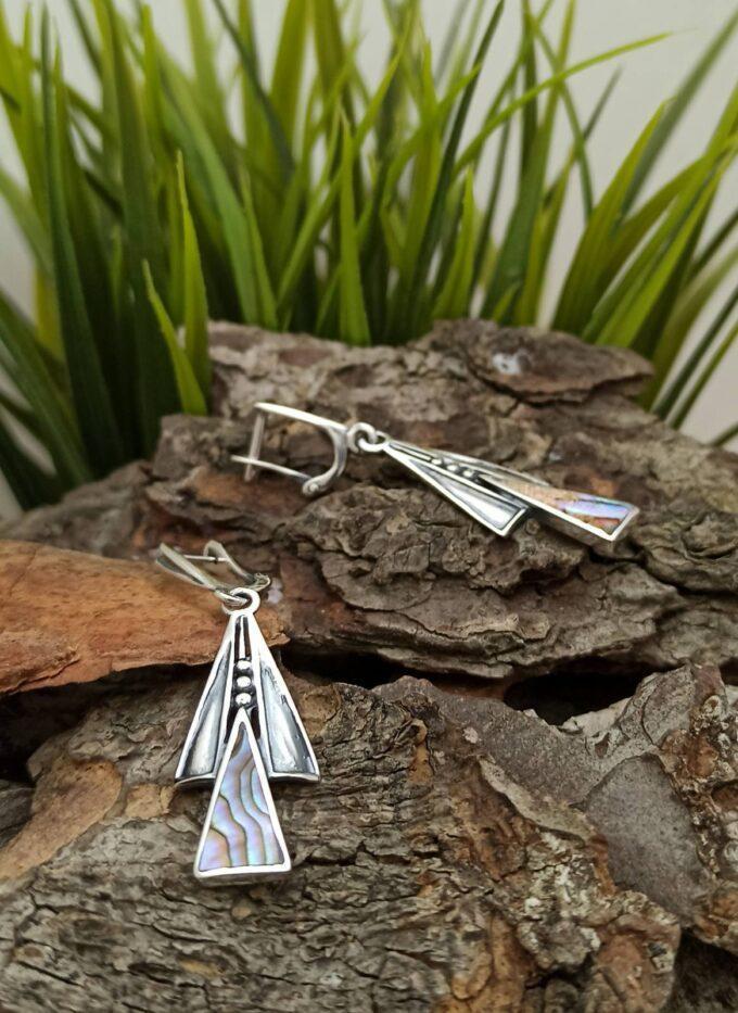 Дамски сребърни обеци, композиция – триъгълник от кралски седеф и полирано сребро Английско закопчаване 1079E Студио Николас