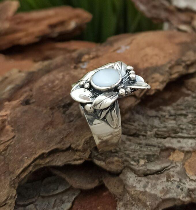 Масивен сребърен пръстен 1351R с цветя и седеф океански абалон от Studio Nikolas