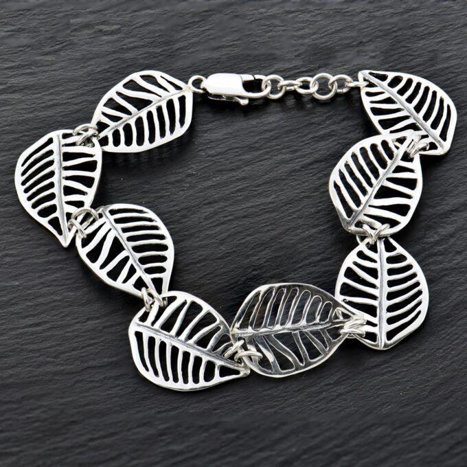 Дамска-сребърна-гривна-ЛИСТО-на-Дъб-с-подвижно-свързани-елементи-във-формата-на-листо