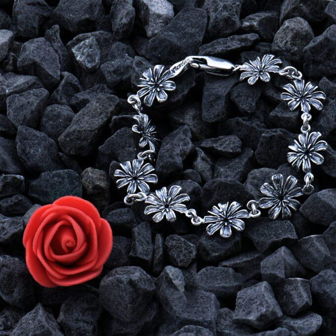 Дамска сребърна гривна с цветя 1162B СТУДИО НИКОЛАС