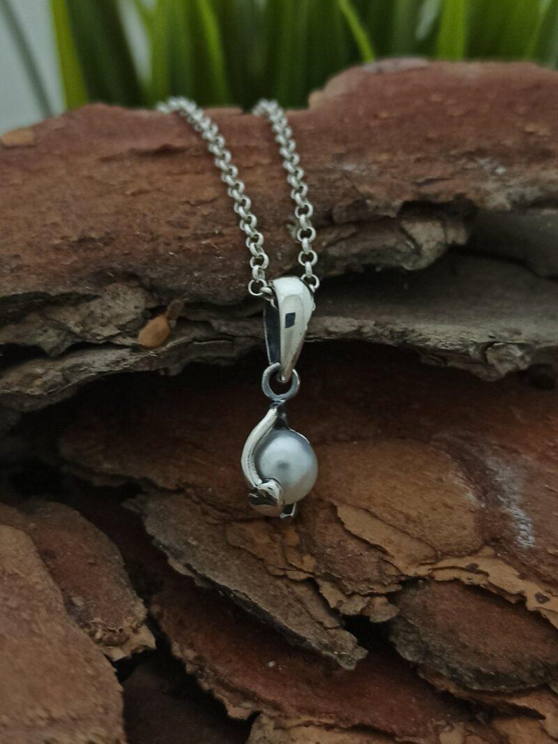 дамски-модел-нежен-сребърен-медальон-перла-1076m-студио-николас