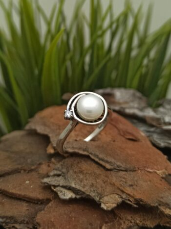 damski-srebaren-prasten-s-rechna-perla-tzirkon-1379r-studio-nikolas-srebarna-bijuteria