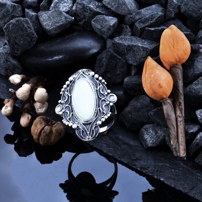 """Дамски сребърен пръстен с бял седеф """"Флор де ла Мар"""" 522R Старовремски масивен модел пръстен от сребро с"""
