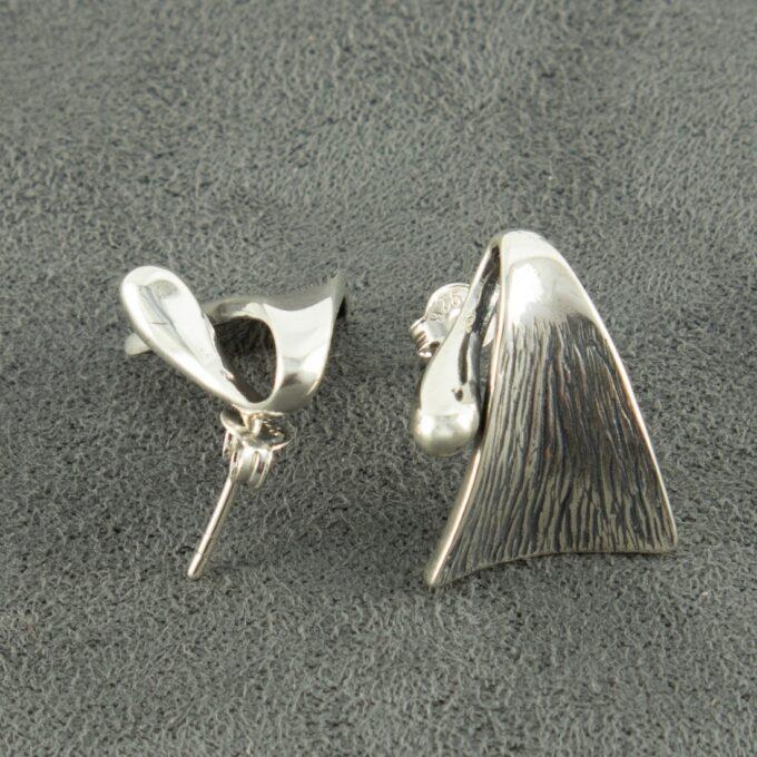 """Дамски сребърни обеци """"Цар на гората"""" 809Eмодел на щифт Студио Николас."""