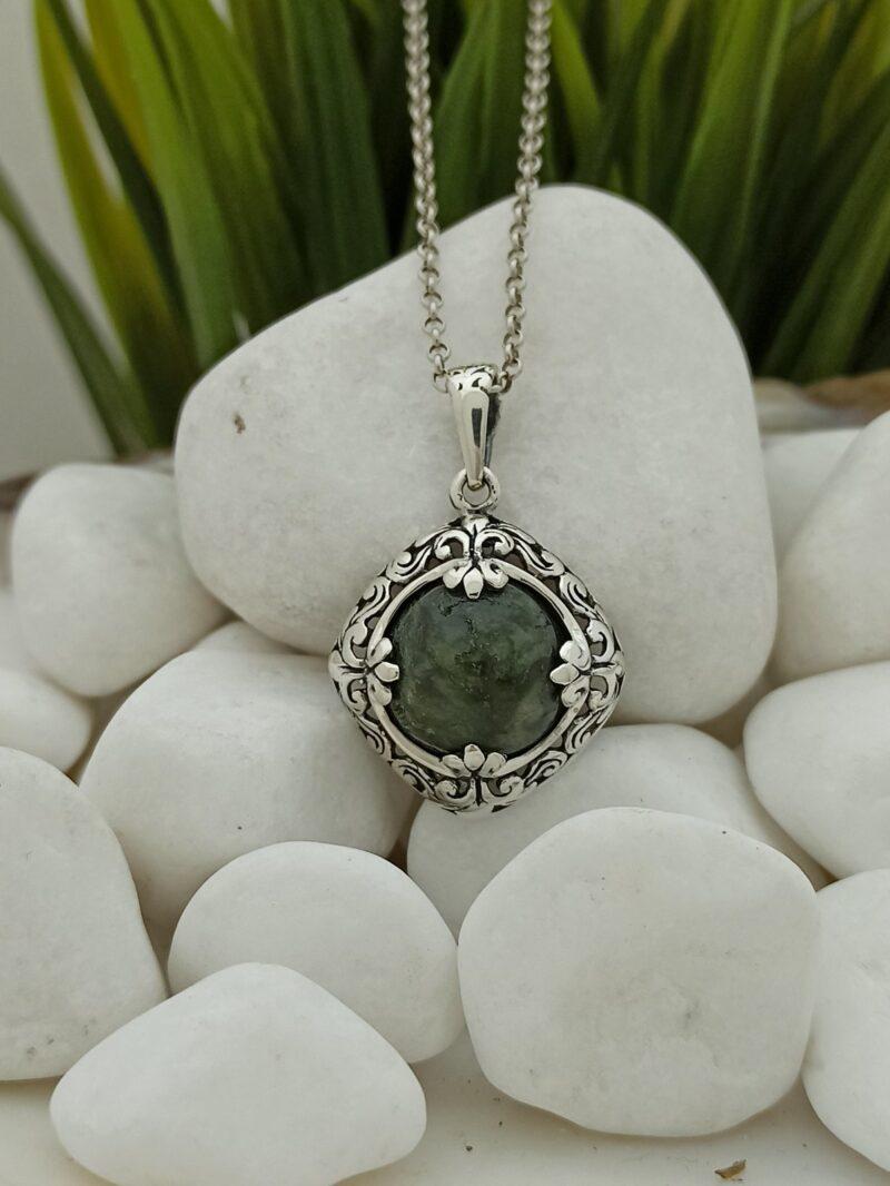 masiven-damski-srebyren-medalion-zelen-ahat-myhov-1258mm-studio-nikolas
