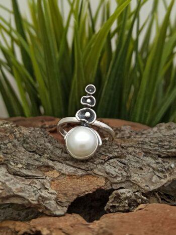 Дамски сребърен пръстен с перла, бижу от сребро речни перли 1355RP Aрт бижу на фабрика за сребърни изделия Студио Николас