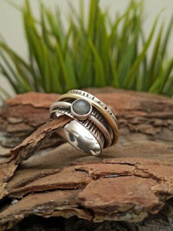 дамски-сребърен-пръстен-халка-с-месинг-лабрадорит-студио-николас