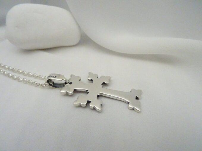 Сребърен двулицев кръст авторски модел на фабрика за сребърна бижутерия Студио Николас