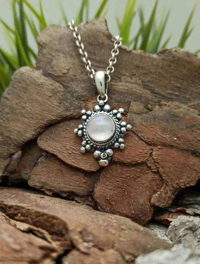 damski-srebaren-medalion-s-planinski-kristal-1214mp-studio-nikolas